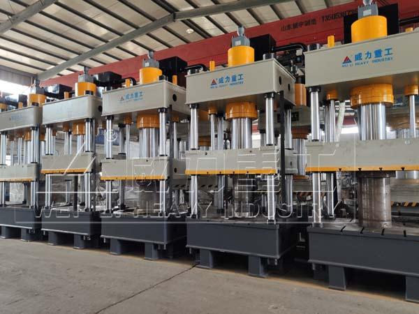 200吨四柱式育苗块液压机