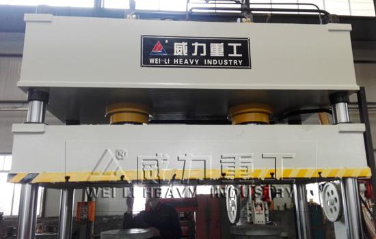 315吨汽车专用双缸四柱液压机价格的机身结构特点: