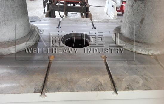 315吨双缸四柱拉伸液压机上梁、滑块、工作台采用整体45号铸钢铸造而成具有良好的刚性强度.